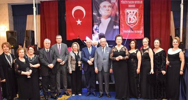Kadir Albayrak Türkiye Yardımsevenler Derneği Ödül Törenine Katıldı