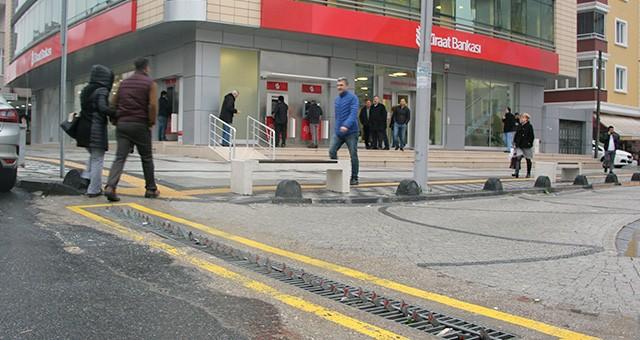 YOL KAPANI AZ KALSIN HAYATINDAN EDİYORDU