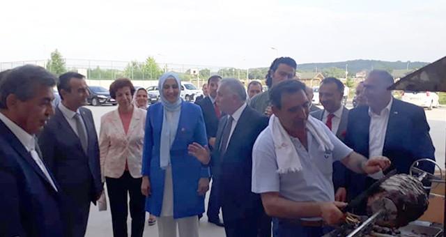 VALİ YILDIRIM'A ÇERKEZKÖY'DE CAĞ KEBABI İKRAM EDİLDİ