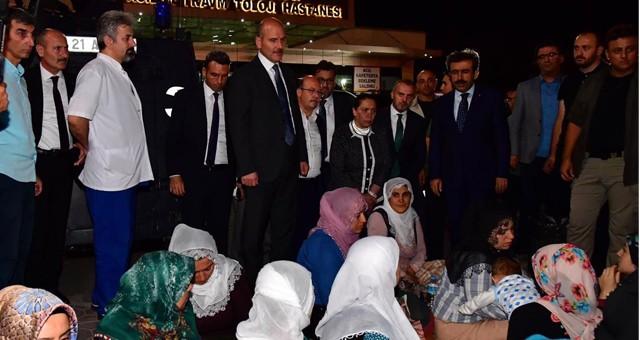 BAKAN SOYLU, SALDIRIDA YARALANANLARI HASTANEDE ZİYARET ETTİ