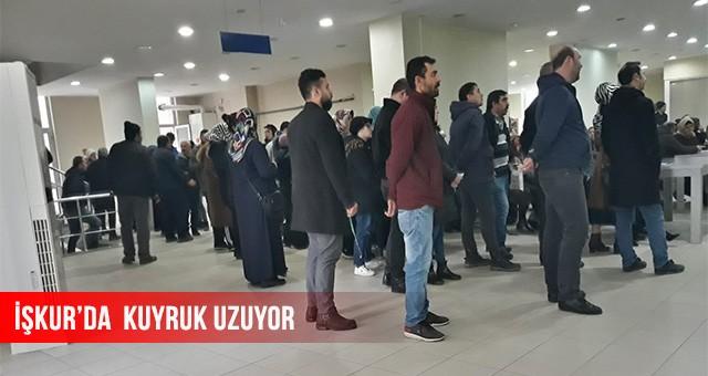 İŞKUR'DA KUYRUK UZUYOR