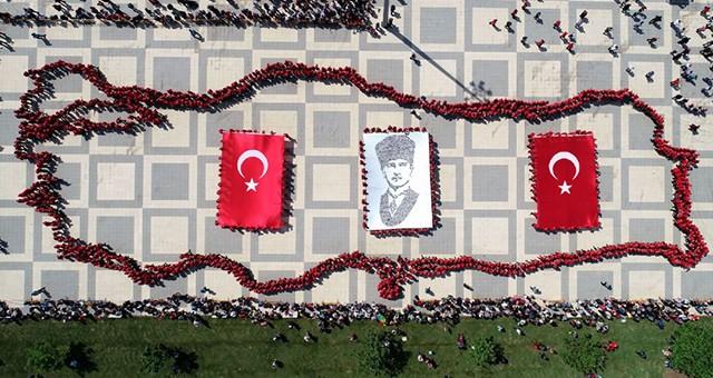 1059 ÖĞRENCİ İLE MUHTEŞEM KAREOGRAFİ