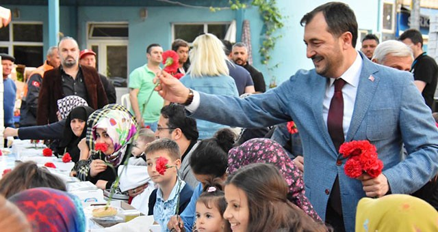 BAŞKAN YÜKSEL'DEN GÖNÜL SOFRASI'NDA ANNELER GÜNÜ SÜRPRİZİ