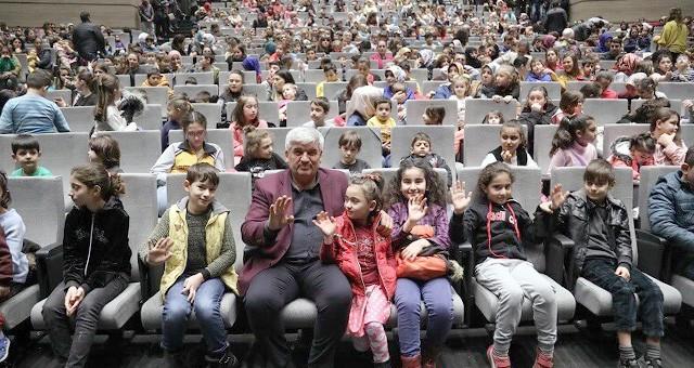 ''MEVSİMİNİ ARAYAN KAPRUZ'' ÖĞRENCİLERLE BULUŞTU