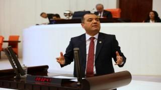 """""""OKULLARA TÜRK BAYRAĞI ASTIRAN ÖĞRETMENİN YANINDAYIZ"""""""